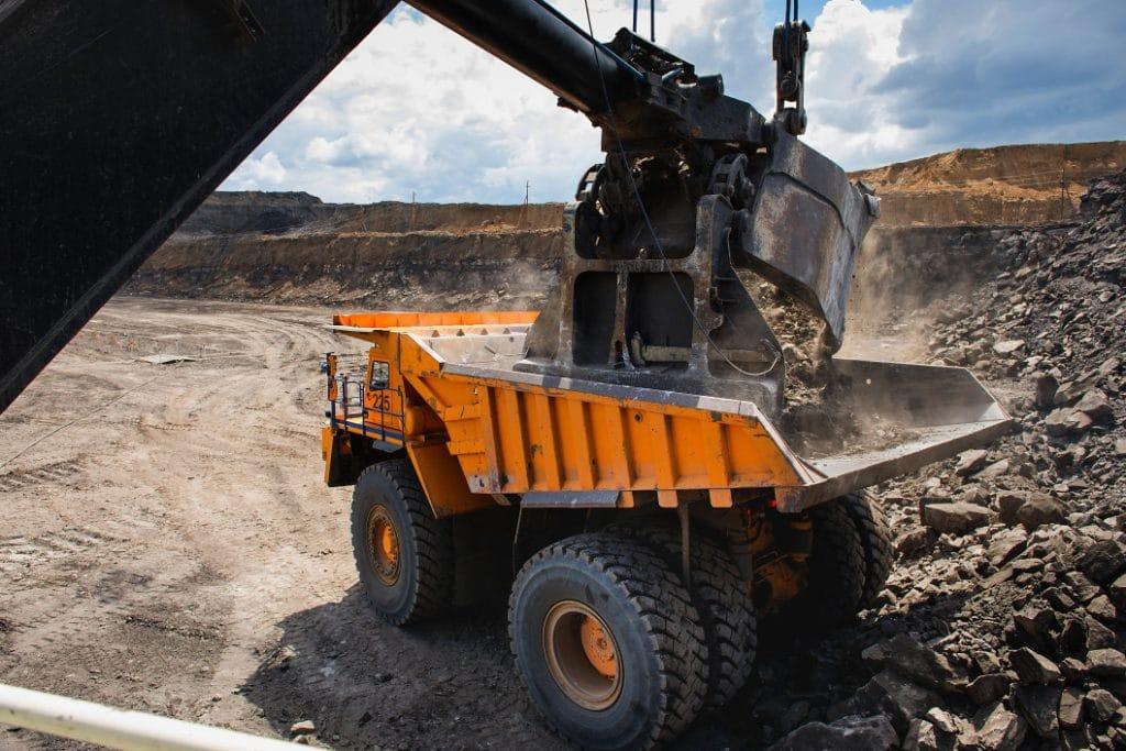 loading-big-mining-truck-mining-industry_t20_JaAVzl